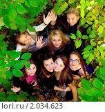 Купить «Подруги в летнем парке», фото № 2034623, снято 1 октября 2010 г. (c) Алена Роот / Фотобанк Лори