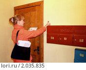 Купить «Почтальон разносит письма», эксклюзивное фото № 2035835, снято 6 октября 2010 г. (c) Ирина Борсученко / Фотобанк Лори