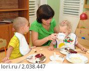 Купить «Воспитатель кормит детей в ясельной группе», эксклюзивное фото № 2038447, снято 16 сентября 2010 г. (c) Вячеслав Палес / Фотобанк Лори