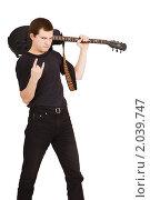 Купить «Музыкант с гитарой», фото № 2039747, снято 3 октября 2010 г. (c) Татьяна Гришина / Фотобанк Лори