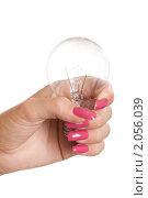 Купить «Лампочка накаливания в женской руке», фото № 2056039, снято 13 августа 2010 г. (c) Сергей Дубров / Фотобанк Лори
