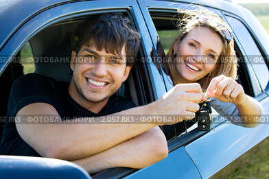 Купить «Счастливая пара в машине», фото № 2057883, снято 11 сентября 2010 г. (c) Валуа Виталий / Фотобанк Лори