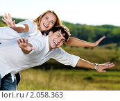 Купить «Счастливая молодая пара на природе», фото № 2058363, снято 14 сентября 2010 г. (c) Валуа Виталий / Фотобанк Лори