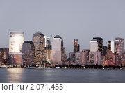 Купить «Финансовый район Манхэттен на закате, Нью-Йорк», фото № 2071455, снято 20 января 2020 г. (c) Роман Липовский / Фотобанк Лори