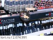 Витрина с тушью для ресниц (2009 год). Редакционное фото, фотограф Чуев Максим / Фотобанк Лори