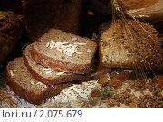 Купить «Нарезанный черный хлеб, выпечка с кунжутными семечками», фото № 2075679, снято 7 октября 2010 г. (c) Татьяна Белова / Фотобанк Лори