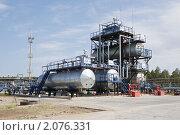 Купить «Завод по переработке нефти», фото № 2076331, снято 18 августа 2010 г. (c) Rumo / Фотобанк Лори