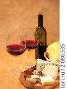 Купить «Натюрморт с  вином и сыром», фото № 2080535, снято 7 октября 2010 г. (c) Татьяна Белова / Фотобанк Лори