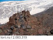 Купить «Камни на фоне ледника. Эльбрус. Северный Кавказ. Россия», фото № 2083319, снято 28 июля 2010 г. (c) Pukhov K / Фотобанк Лори