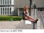 Купить «Первокурсница готовится к первому экзамену», фото № 2087599, снято 6 августа 2009 г. (c) Олег Тыщенко / Фотобанк Лори