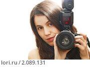 Купить «Девушка с фотокамерой в руках», фото № 2089131, снято 17 сентября 2010 г. (c) Olha Ukhal / Фотобанк Лори