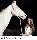 Купить «Красивая девушка в белом платье и белый конь», фото № 2091851, снято 25 октября 2010 г. (c) Майер Георгий Владимирович / Фотобанк Лори