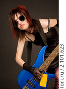 Купить «Чувственная девушка с электрогитарой», фото № 2101623, снято 5 мая 2008 г. (c) Elisanth / Фотобанк Лори