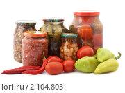 Купить «Свежие и консервированные овощи», фото № 2104803, снято 29 сентября 2008 г. (c) Cветлана Гладкова / Фотобанк Лори