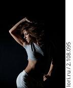 Купить «Девушка танцует на черном фоне», фото № 2108095, снято 19 октября 2010 г. (c) Андрей Батурин / Фотобанк Лори