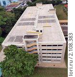 Купить «Пустая многоярусная автомобильная парковка», фото № 2108383, снято 4 ноября 2010 г. (c) SevenOne / Фотобанк Лори