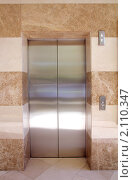 Купить «Лифт», фото № 2110347, снято 10 октября 2010 г. (c) Михаил Коханчиков / Фотобанк Лори