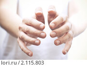 Купить «Мужские руки», фото № 2115803, снято 5 октября 2010 г. (c) Сергей Дашкевич / Фотобанк Лори