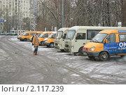 Стоянка маршрутного такси на площади Киевского вокзала (2009 год). Редакционное фото, фотограф Алёшина Оксана / Фотобанк Лори