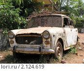 Купить «Старый автомобиль на утилизацию», фото № 2124619, снято 15 февраля 2010 г. (c) Александр Солдатенко / Фотобанк Лори
