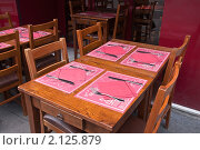 Купить «Кафе на улице Парижа», фото № 2125879, снято 22 августа 2010 г. (c) Макарова Елена / Фотобанк Лори