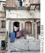 Вид жилого дома в бедном квартале восточного города (2010 год). Редакционное фото, фотограф Кравченко Юлия / Фотобанк Лори
