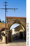 Купить «Евпатория, Крым, ворота в старый квартал», фото № 2130915, снято 29 июля 2010 г. (c) ИВА Афонская / Фотобанк Лори