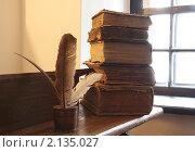 Книги на столе. Стоковое фото, фотограф Андрей Марцинкевич / Фотобанк Лори