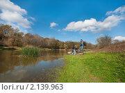 Купить «Озеро в осеннем лесу», фото № 2139963, снято 26 октября 2010 г. (c) Федор Королевский / Фотобанк Лори