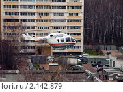 Посадка вертолёта во дворе (2010 год). Редакционное фото, фотограф Владислав Лиманский / Фотобанк Лори