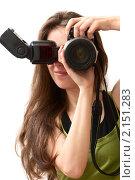 Купить «Девушка с фотокамерой в руках», фото № 2151283, снято 10 июня 2010 г. (c) Olha Ukhal / Фотобанк Лори