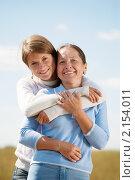 Купить «Взрослая дочь с пожилой мамой на фоне неба», фото № 2154011, снято 21 августа 2010 г. (c) Яков Филимонов / Фотобанк Лори