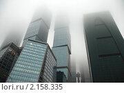 """Купить «Международный бизнес-центр """"Москва-Сити"""" в тумане», эксклюзивное фото № 2158335, снято 23 ноября 2010 г. (c) lana1501 / Фотобанк Лори"""