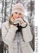 Купить «Красивая лыжница-блондинка на фоне зимнего леса», эксклюзивное фото № 2166643, снято 8 декабря 2019 г. (c) Игорь Низов / Фотобанк Лори