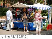 Купить «Уличная торговля сувенирами. Углич. Ярославская область», эксклюзивное фото № 2185815, снято 14 августа 2010 г. (c) lana1501 / Фотобанк Лори