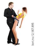 Купить «Молодой человек флиртует с женщиной в шортах», фото № 2187895, снято 1 сентября 2009 г. (c) Сергей Сухоруков / Фотобанк Лори