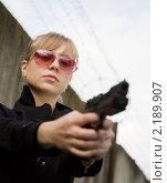 Купить «Девушка с пистолетом», фото № 2189907, снято 18 июня 2010 г. (c) Яков Филимонов / Фотобанк Лори