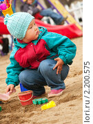Девочка в песочнице. Стоковое фото, фотограф Александр Степанов / Фотобанк Лори