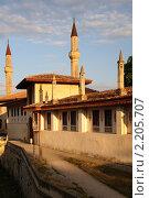 Купить «Ханский дворец - бывшая резиденция крымских ханов. Крым. Бахчисарай.», фото № 2205707, снято 27 июня 2019 г. (c) T&B / Фотобанк Лори