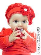 Купить «Малышка с пустышкой», фото № 2209603, снято 28 сентября 2009 г. (c) Сергей Сухоруков / Фотобанк Лори