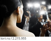 Купить «Девушка и папарацци», фото № 2215955, снято 10 августа 2010 г. (c) Константин Юганов / Фотобанк Лори