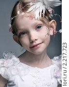 Девочка в белом платье. Стоковое фото, фотограф Алена Романова / Фотобанк Лори