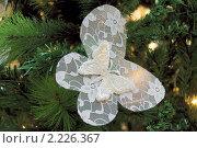 Купить «Новогодняя волшебная бабочка на елке», эксклюзивное фото № 2226367, снято 17 декабря 2010 г. (c) Валерия Попова / Фотобанк Лори