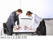 Совместная работа в офисе. Стоковое фото, фотограф Андрей Липко / Фотобанк Лори