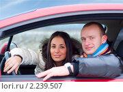 Купить «Молодая пара в автомобиле», фото № 2239507, снято 11 февраля 2009 г. (c) Сергей Петерман / Фотобанк Лори