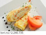 Закуска из рулетиков из омлета с помидорами. Стоковое фото, фотограф Андрей Алпатов / Фотобанк Лори
