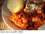 Обед из рыбы, овощной икры и вареного картофеля. Стоковое фото, фотограф Tatiana / Фотобанк Лори