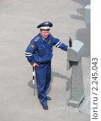 Купить «Милиционер ДПС на посту», эксклюзивное фото № 2245043, снято 30 мая 2010 г. (c) lana1501 / Фотобанк Лори