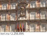 Фрагмент аллегорических росписей на фасаде Каса-де-ла-Панадерия на Пласа-Майор в Мадриде (2009 год). Редакционное фото, фотограф Elena Monakhova / Фотобанк Лори