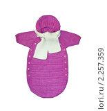 Вязаный детский комбинезон с шарфом на белом фоне. Стоковое фото, фотограф Игнатьева Алевтина / Фотобанк Лори